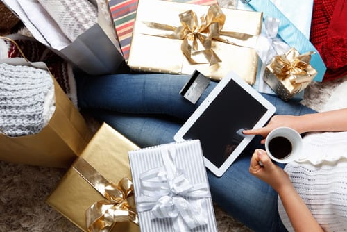 online holiday shopping with credit card